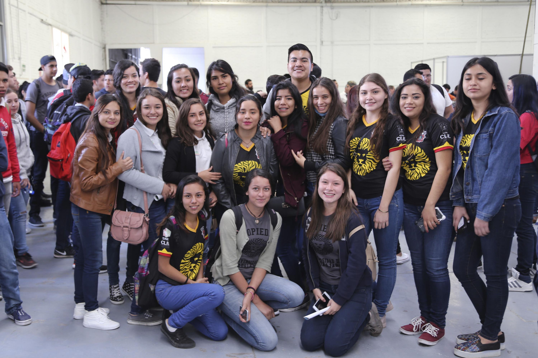 Grupo de mujeres estudiantes de la Universidad de Guadalajara.