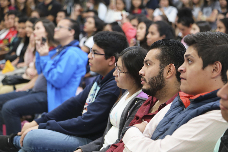 Estudiantes de todos los centros universitarios que conforman la Red de la Universidad de Guadalajara y escuelas incorporadas a esta Casa de Estudio e instituciones  privadas, presentes en la décimo novena edición de Expo Profesiones 2018.