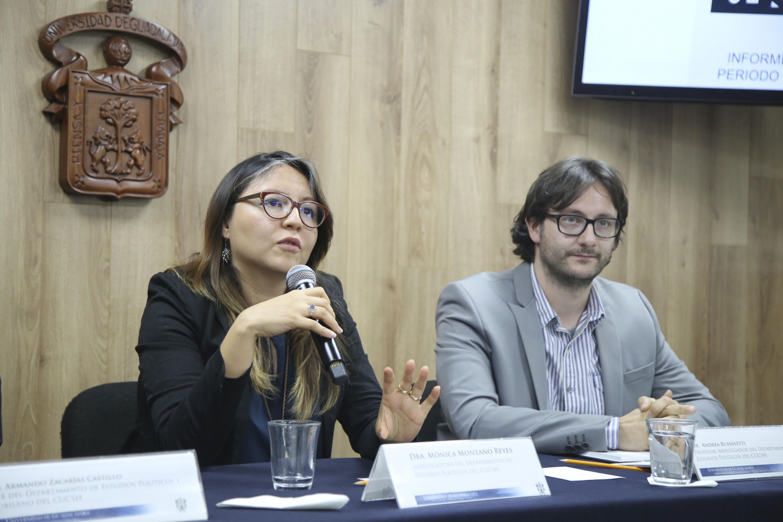 La Dra. Montaño Reyes durante su intervencion en la rueda de prensa