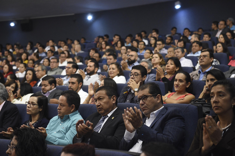 Publico asistente al informe de actividades 2017 de la Rectora del CUCSur, doctora Lilia Victoria Oliver Sánchez