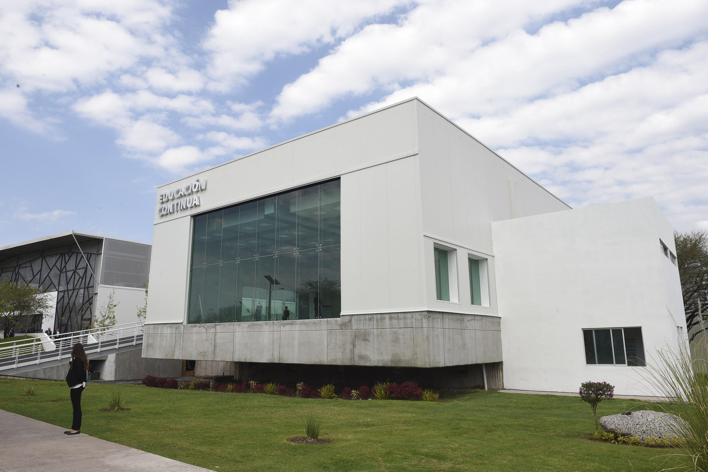 """Fachada del Edificio """"Educación Continua"""", ubicado en el Centro Universitario del Norte."""