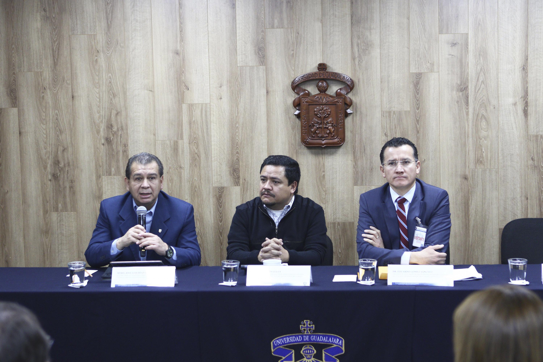 Autoridades representantes de diferentes centros universitarios de la Universidad de Guadalajara, participando en rueda de prensa.