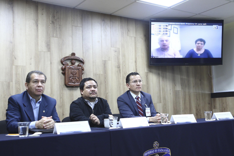 Chef Luis Manuel del Sordo García y maestra Miriam del Carmen Vargas Aceves participando en videoconferencia desde el CUCosta.