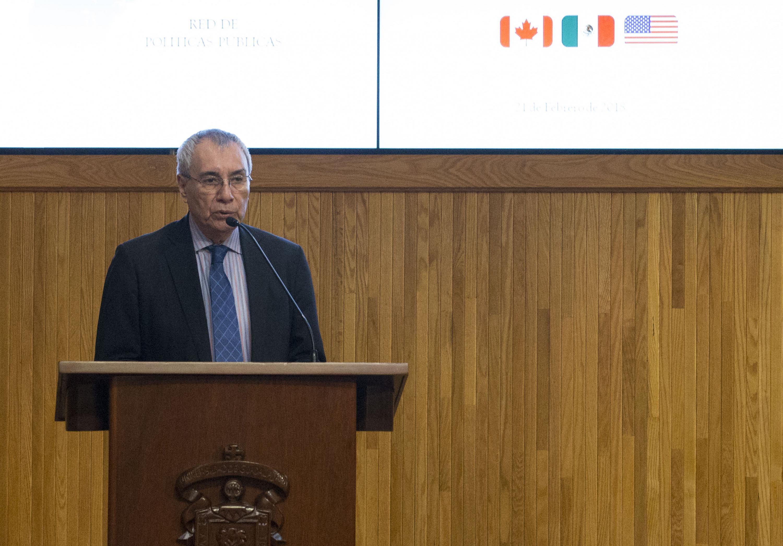 Doctor Luis F. Aguilar Villanueva haciendo uso de la palabra en el coloquio  de Invierno de la Red de Políticas Públicas