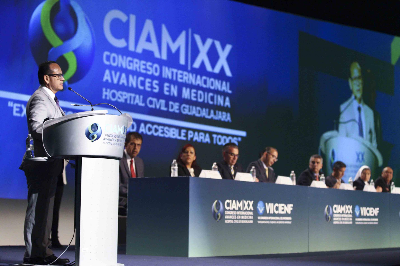 Director del HCG, doctor Héctor Raúl Pérez Gómez, haciendo uso de la palabra