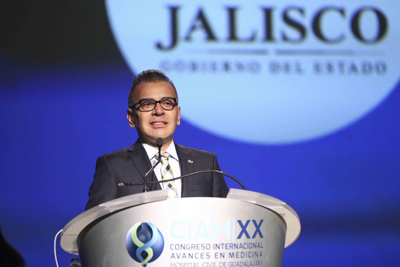 Ponente haciendo uso de la palabra, durante la clausura de la vigésima edición del Congreso Internacional Avances en Medicina (CIAM) del Hospital Civil de Guadalajara (HCG)