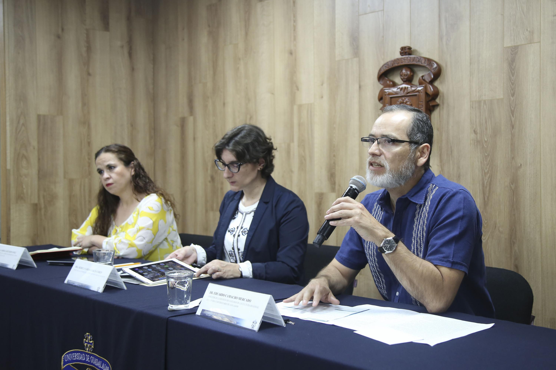Doctor Eduardo Camacho Mercado, director de la División de Estudios de la Cultura Regional del CULagos, haciendo uso de la palabra.