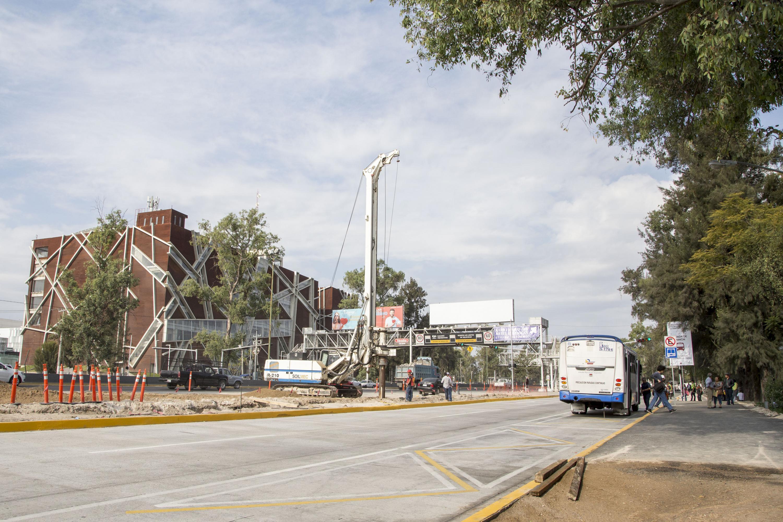 panorama del periferico norte y de fondo la Biblioteca Publica del Estado de Jalisco