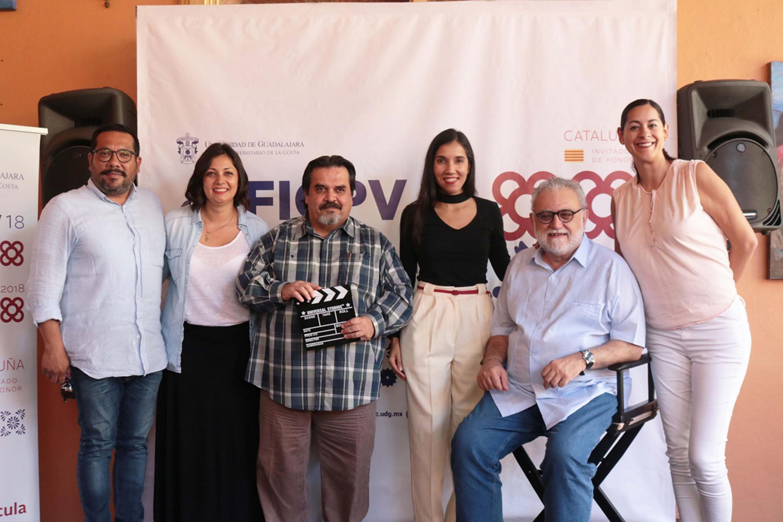 Los seis presentadores del Festival Internacional de Cine en Puerto Vallarta posaron al final
