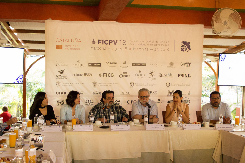 La rueda de prensa se realizo en un hotel de Puerto Vallarta con la presencia de autoridades del CUCOSTA y FICG