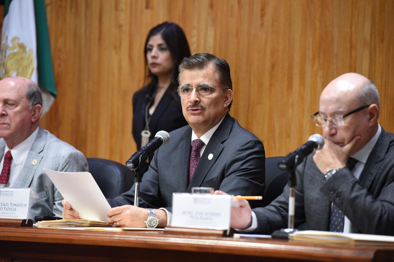 Maestro Itzcóatl Tonatiuh Bravo Padilla, Rector General de la Universidad de Guadalajara, encabezando Sesión ordinaria.