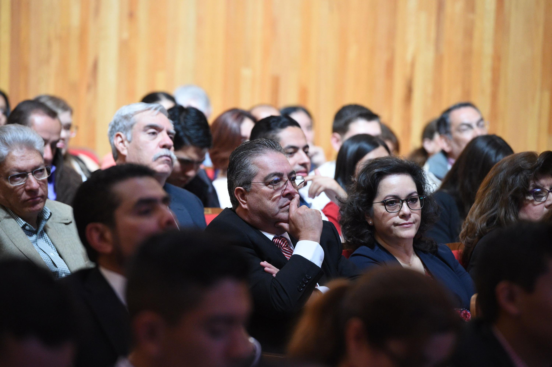 Doctor Carlos Beas Zárate, Rector del CUCBA y demás miembros del Consejo General Universitario asistentes a Sesión ordinaria.