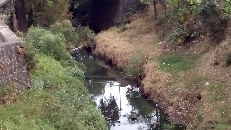 Zona del río Tepatitlán, visiblemente carente de un ordenamiento ecológico.