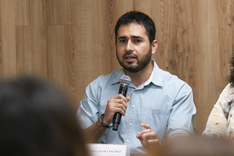 Doctor Juan Carlos Salazar Sánchez, haciendo uso de la palabra durante la rueda de prensa