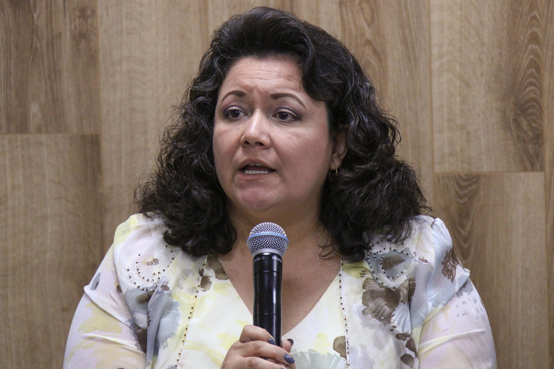 Dra. Mónica Elisa Ureña Guerrero, haciendo uso de la palabra durante rueda de prensa