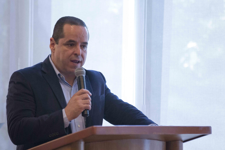 Secretario Académico del plantel, doctor José Alberto Becerra Santiago, haciendo uso de la palabra