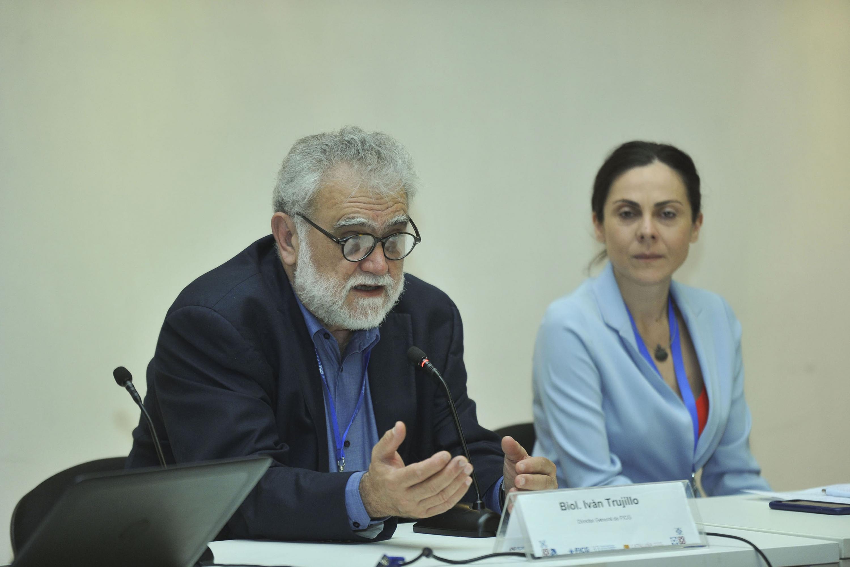 """Maestro Iván Trujillo Bolio, Director del FICG, haciendo uso de la palabra durante la Conferencia """"El papel de las emociones y las sensaciones para revertir el periodo ambiental"""""""