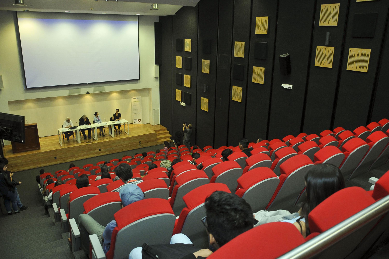 """Conferencia """"El papel de las emociones y las sensaciones para revertir el periodo ambiental"""", en el seminario """"Hacia una producción fílmica sustentable"""""""