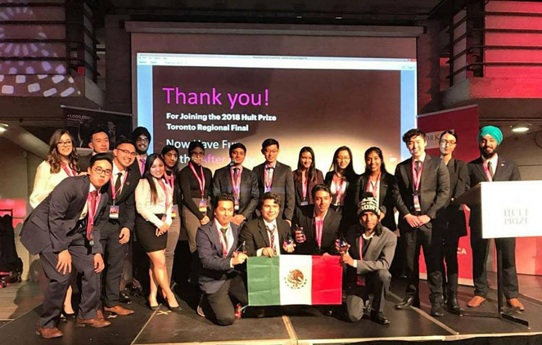 """Estudiantes que participaron en la competencia regional """"Hult Prize"""" en Toronto."""