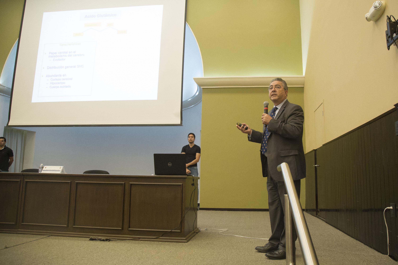 Doctor Carlos Beas Zárate, Rector del Centro Universitario de Ciencias Biológicas y Agropecuarias, haciendo uso de la palabra.