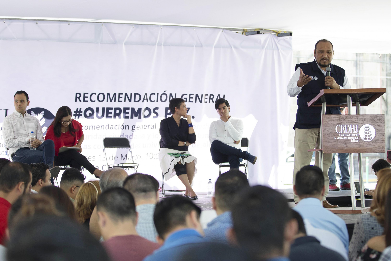 doctor Alfonso Hernández Barrón es el Presidente de la CEDHJ habló desde el podio ante el publico