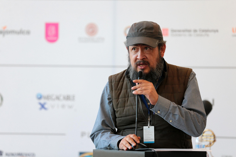 Fernandez Almendras al microfono