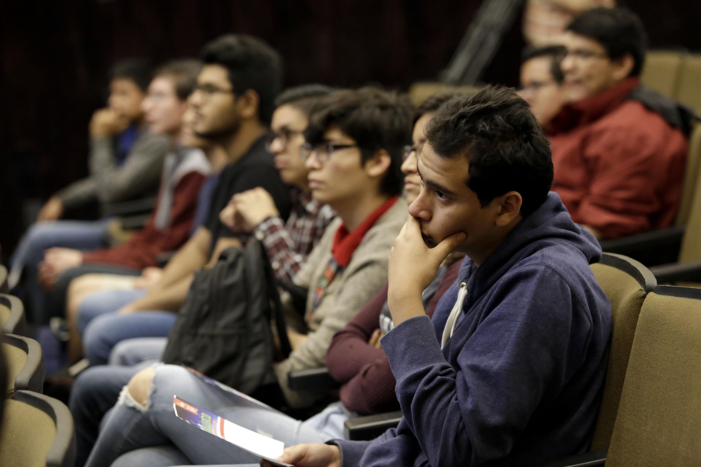 Publico asistente al Coloquio realizado en CUCEI, con motivo del Día Meteorológico Mundial, que se celebra el 23 de marzo de 2018