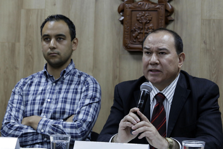 Al microfono el doctor Miguel Ángel Zambrano Velarde quien es Subdirector Médico del Nuevo Hospital Civil