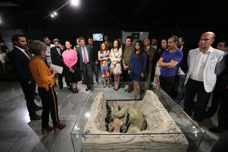 Réplica de tumba egipcia mostrada en el recorrido para prensa, por la historiadora Denise Córdova, guía y experta en la cultura egipcia.