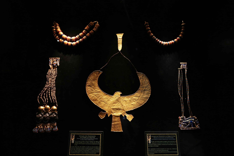 Réplica de joyas egipcias, encontradas en la tumba del faraón Tutankamón en el año de 1922.