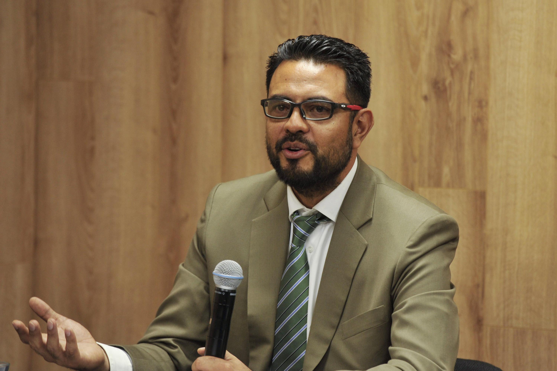 Coordinador de la Maestría en Ciencias en Procesos Biotecnológicos, doctor Hugo Óscar Méndez Acosta, haciendo uso de la palabra en rueda de prensa