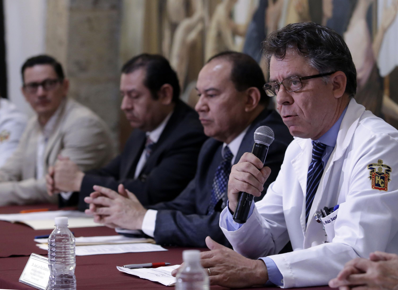 Doctor José Luis Ruíz Sandoval, panelista participante en rueda de prensa, haciendo uso de la palabra