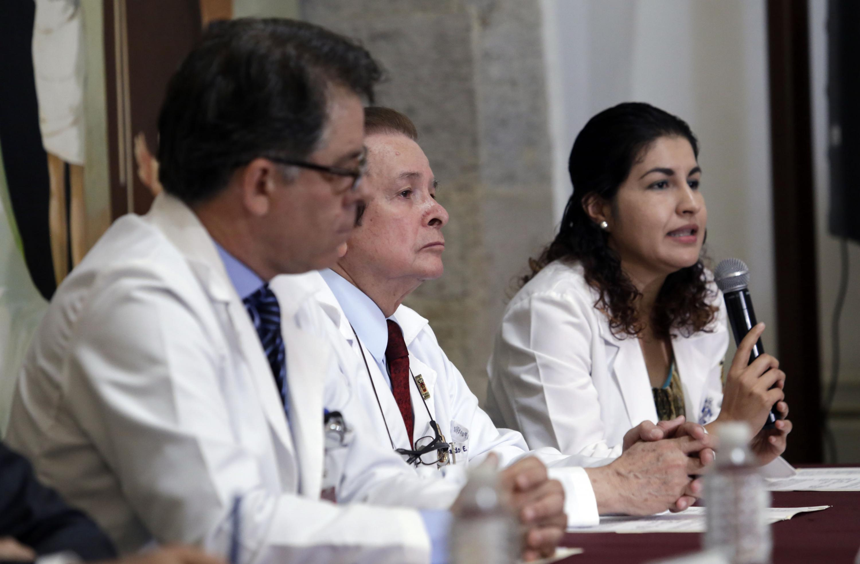 Doctora Yuridia Roque Villavicencio, del Servicio de Neurología Clínica del HCG, panelista participante en rueda de prensa, haciendo uso de la palabra.