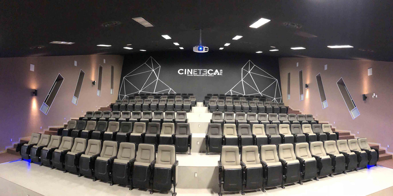 Sala de Cine del Centro Universitario de Tonalá, con capacidad para 150 personas.
