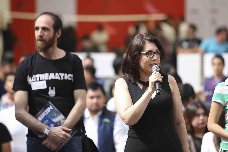 Doctora Carmen Enedina Rodríguez Armenta, Vicerrectora Ejecutiva de la Universidad de Guadalajara, haciendo uso de la palabra.