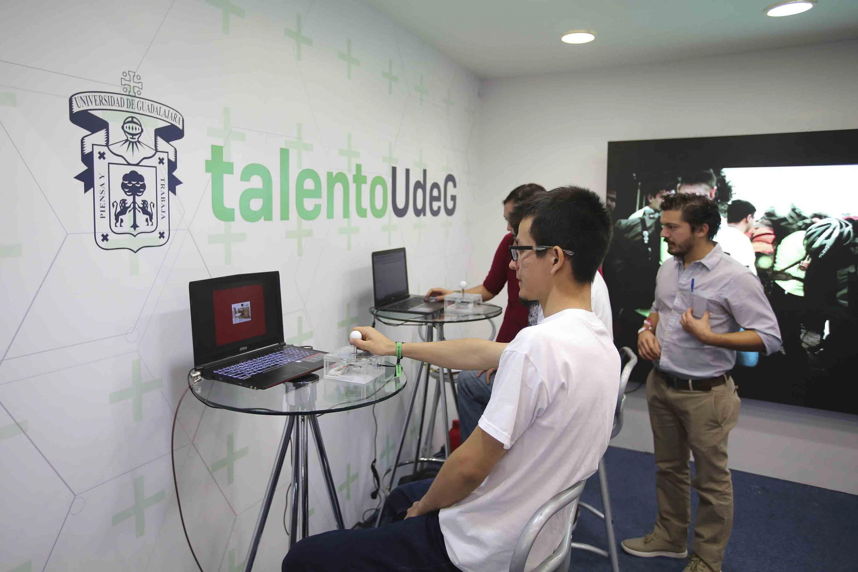 Asistentes al evento -Jalisco Talent Land-, participando en los diversos talleres.