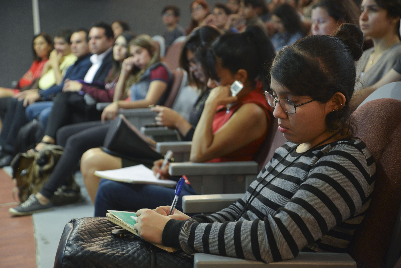 Estudiantes del CUCS participaron en la Conferencia