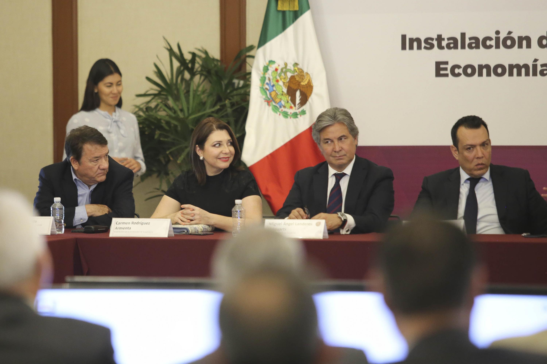 Autoridades representantes del Gobierno del Estado, la Universidad de Guadalajara y el sector empresarial, asistentes a la reunión de consejo.