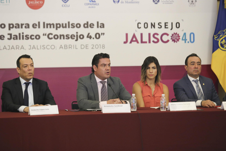 Maestro Jorge Aristóteles Sandoval Díaz, Gobernador de Jalisco, participando en la reunión.