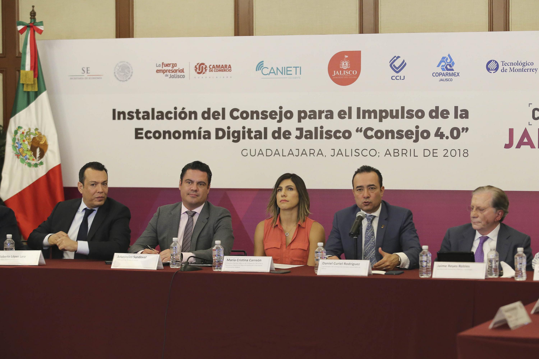 Licenciado Daniel Curiel Rodríguez, Coordinador del Concejo de Cámaras Industriales de Jalisco, haciendo uso de la palabra.