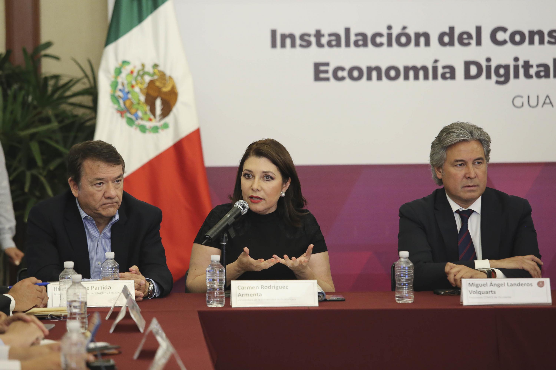 Doctora Carmen Rodríguez Armenta, Vicerrectora Ejecutiva de la Universidad de Guadalajara, participando en la reunión.