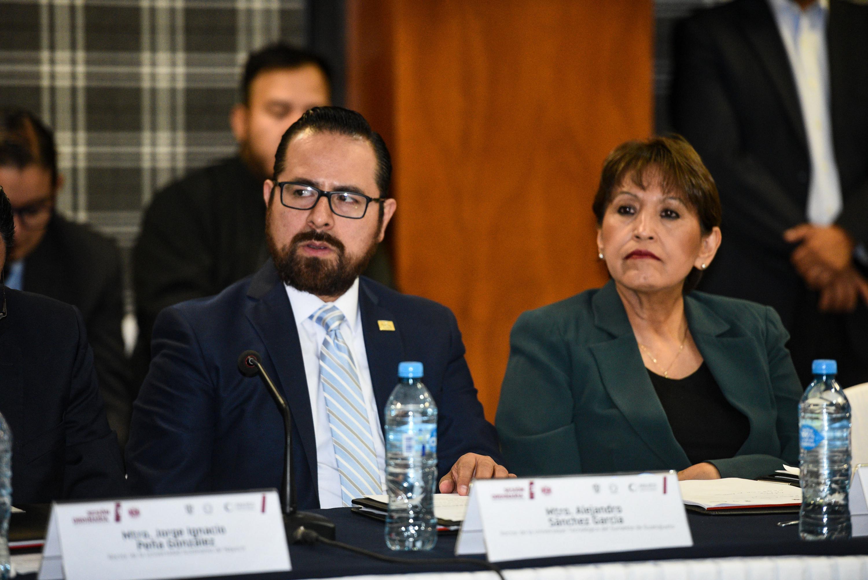 Miembros asistentes a la sesión ordinaria, con sede en la Universidad Autónoma de Guadalajara.