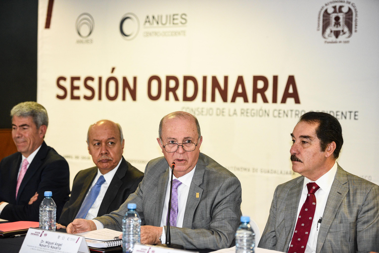 Doctor Miguel Ángel Navarro Navarro, Rector General de la Universidad de Guadalaja, haciendo uso de la palabra.