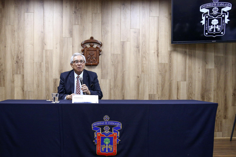Roberto Lúa es exbaquetbolista profesional de la UdeG en la sala de prensa de UDG