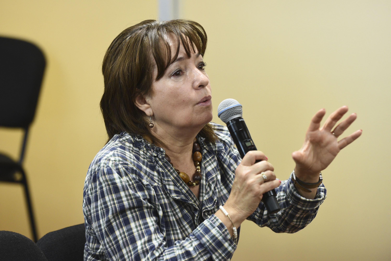 Leticia Arana, corresponsal del canal de noticias -Prensa Global- participando en la sesión de preguntas y respuestas.