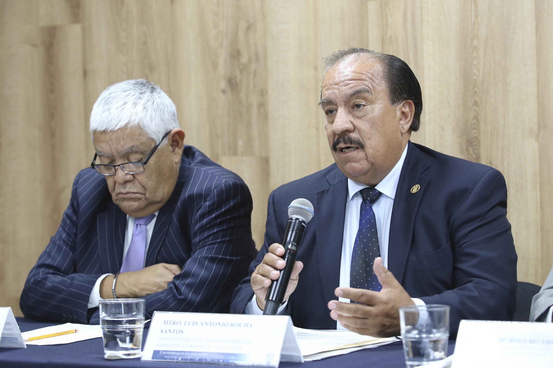 Presidente de la Academia de Derecho Ambiental del CUCSH, maestro Luis Antonio Rocha Santos, haciendo uso de la palabra durante rueda de prensa