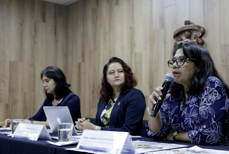 la maestra María Elena Chávez informó de los talleres del Congreso