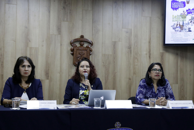La rueda de prensa estuvieron las maestras Patricia Verónica Pimienta Santibáñez, Elisa Cerros Rodríguez y María Elena Chávez García