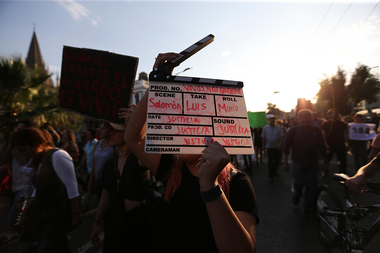 Imagen de una de las marchas por la desaparicion de los tres estudiantes en Tonala