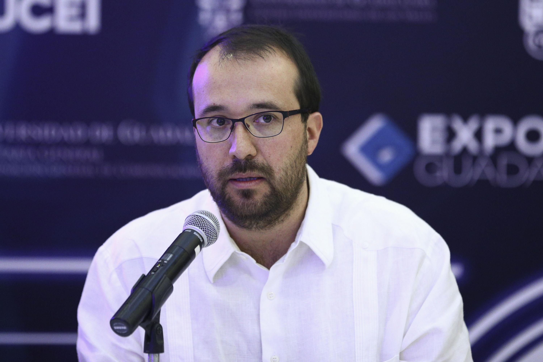 El Mtro. Diego Escobar González, Director de Desarrollo Institucional de la Secretaria de Cultura del Estado, haciendo uso de la palabra en la conferencia de prensa.